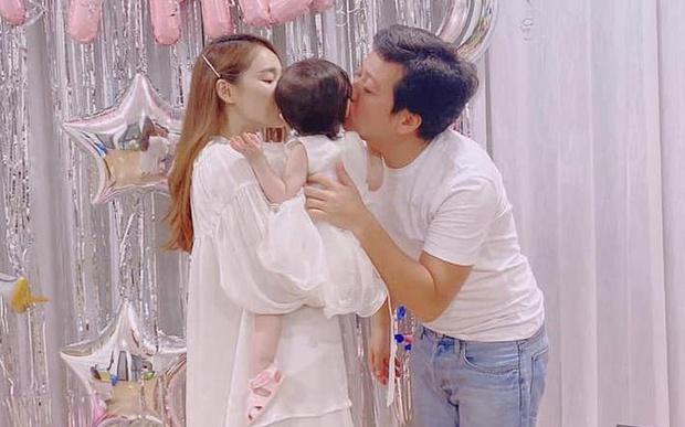 Trường Giang đưa con gái đi du lịch Đà Lạt, còn dạy bé tập đếm số: Hình ảnh đáng yêu đến mức Nhã Phương bật cười - Ảnh 8.