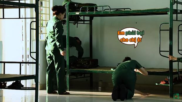 Khánh Vân chuộc lỗi cực dễ thương với Diệu Nhi: Dùng tay không phủi bụi trên giường của đàn chị - Ảnh 2.