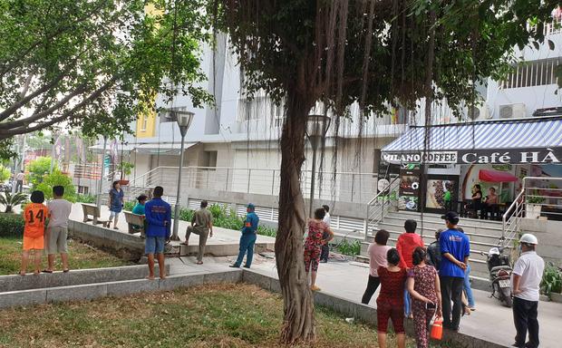 TP.HCM: Chi cục trưởng Chi cục Thi hành án dân sự quận Bình Tân rơi lầu chung cư Carina tử vong - Ảnh 2.