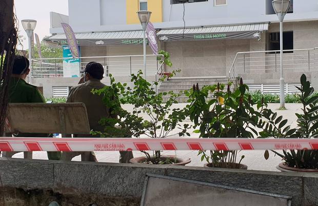 TP.HCM: Chi cục trưởng Chi cục Thi hành án dân sự quận Bình Tân rơi lầu chung cư Carina tử vong - Ảnh 3.
