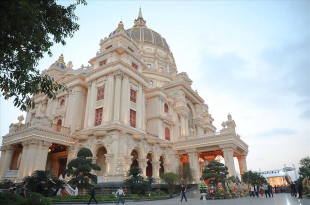 Cận cảnh lâu đài dát vàng của đại gia xi măng ở Ninh Bình: Xây thô hết 400 tỷ, nội thất đắt đến choáng ngợp - Ảnh 4.