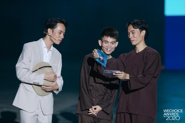 Lệ Quyên, Hoàng Thuỳ Linh cùng dàn Hoa hậu cười như được mùa khi 1977 Vlog cà khịa Binz mặc áo lông nên bị gọi là Bin Rét - Ảnh 2.