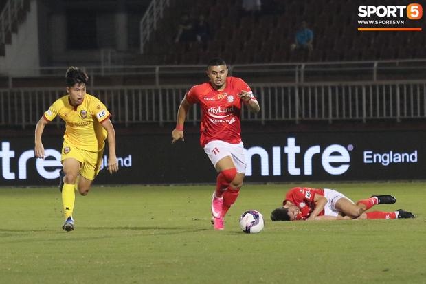 Cầu thủ Việt kiều Lee Nguyễn ra mắt chưa trọn vẹn - Ảnh 2.