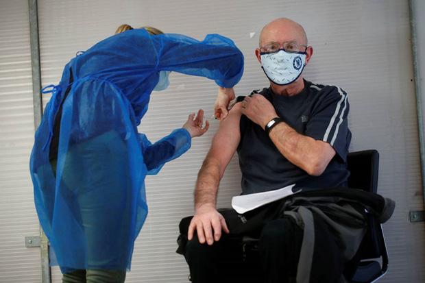 9 ca tử vong sau khi tiêm vaccine ngừa COVID-19 tại Pháp - Ảnh 1.