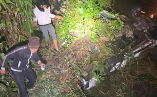 Xe đầu kéo va chạm xe tải, 6 người bị thương - Ảnh 1.