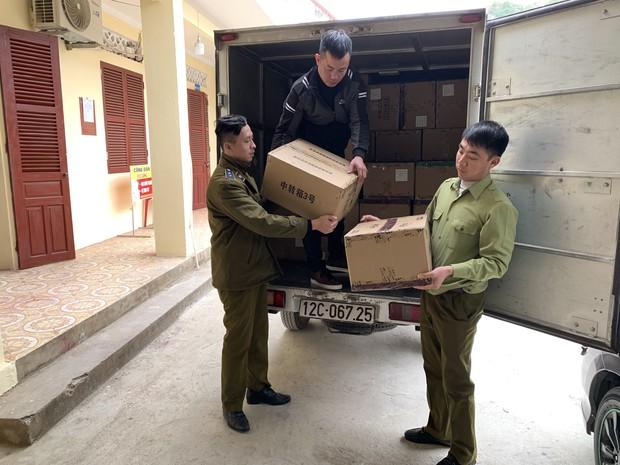 Thu giữ hơn 1 tấn hạt hướng dương tẩm ướp gia vị toàn chữ Trung Quốc - Ảnh 2.
