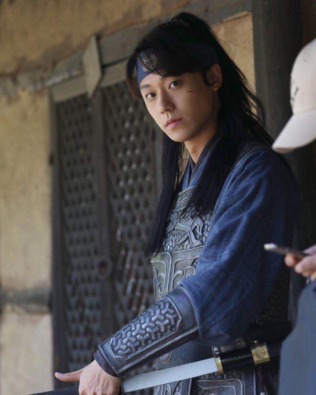 6 nam thần trẻ xứ Hàn lên hương năm 2020: Mê nhất cặp Song Kang - Lee Do Hyun đã có sắc còn dư thừa tài năng! - Ảnh 1.