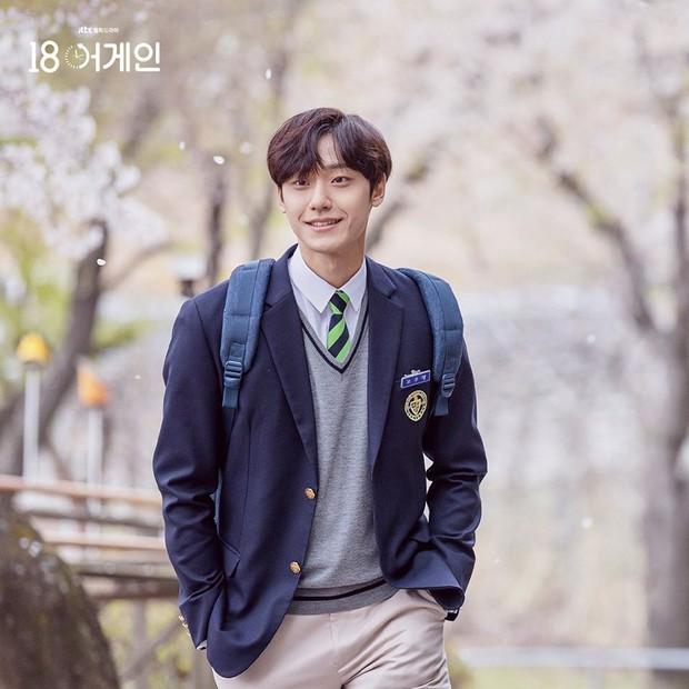 6 nam thần trẻ xứ Hàn lên hương năm 2020: Mê nhất cặp Song Kang - Lee Do Hyun đã có sắc còn dư thừa tài năng! - Ảnh 2.