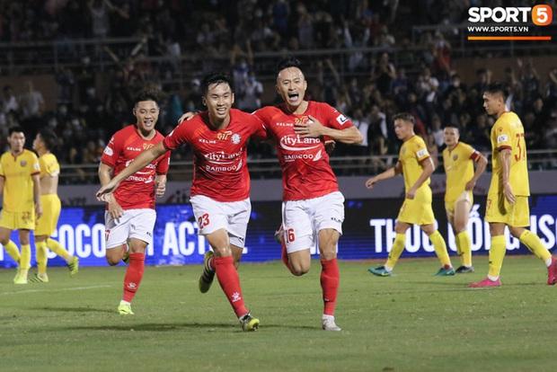 Cầu thủ Việt kiều Lee Nguyễn ra mắt chưa trọn vẹn - Ảnh 11.