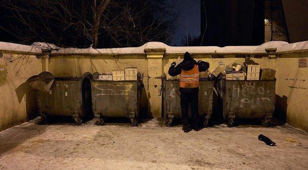 Chỉ nhờ 1 bộ ảnh, người đàn ông quét rác nghèo khổ bỗng chốc nổi tiếng khắp MXH, gây chú ý nhất là câu chuyện đời quá đỗi bi kịch - Ảnh 29.