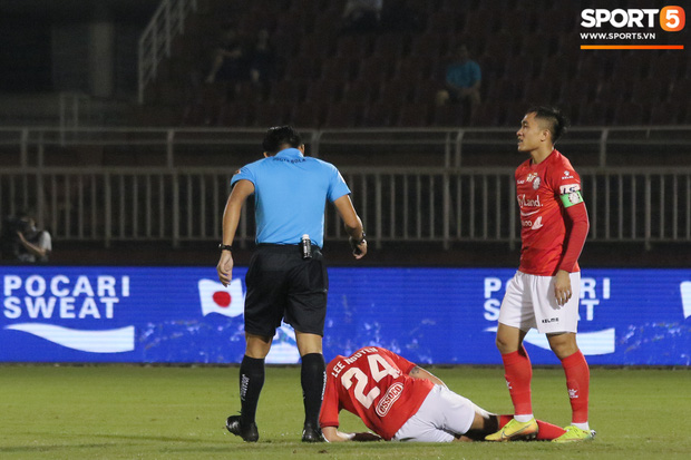 Cầu thủ Việt kiều Lee Nguyễn ra mắt chưa trọn vẹn - Ảnh 3.