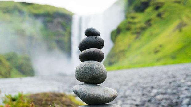 Nghệ thuật xếp đá thăng bằng: Phía sau trào lưu nghệ thuật tinh tế là hiểm họa to lớn không ai ngờ, càng không dễ dàng nhìn thấy ngay - Ảnh 4.