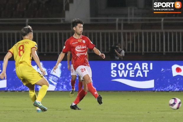 Cầu thủ Việt kiều Lee Nguyễn ra mắt chưa trọn vẹn - Ảnh 6.