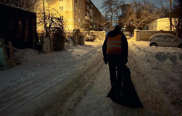 Chỉ nhờ 1 bộ ảnh, người đàn ông quét rác nghèo khổ bỗng chốc nổi tiếng khắp MXH, gây chú ý nhất là câu chuyện đời quá đỗi bi kịch - Ảnh 11.