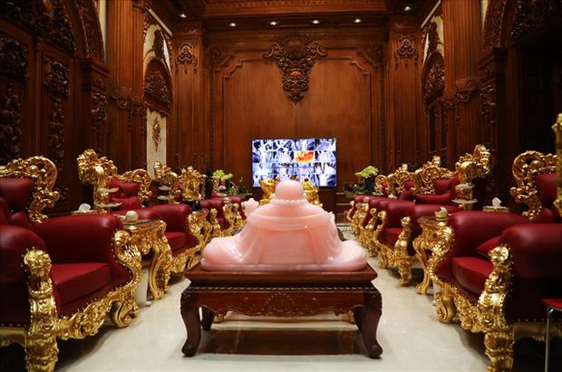Cận cảnh lâu đài dát vàng của đại gia xi măng ở Ninh Bình: Xây thô hết 400 tỷ, nội thất đắt đến choáng ngợp - Ảnh 7.