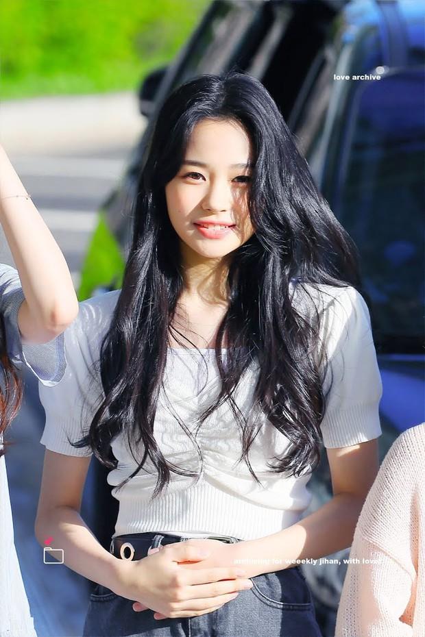 """4 nữ idol sinh năm 2004 bỗng nổi như cồn vì quá xinh đẹp: Người thành """"thánh body"""", người được so với """"tóc mái tiền tỷ"""" của Lisa - Ảnh 16."""