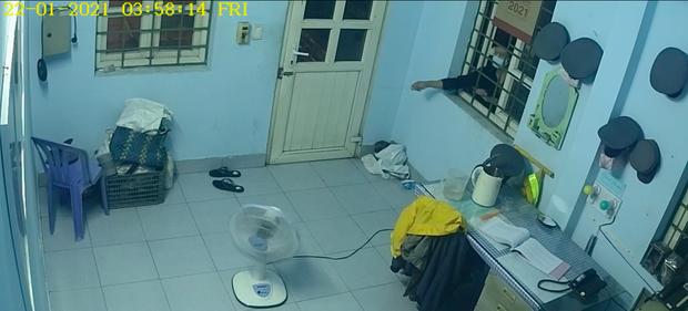 Thanh niên dùng móc quần áo mở cửa nhà gác chắn đường tàu để trộm cắp tài sản - Ảnh 2.