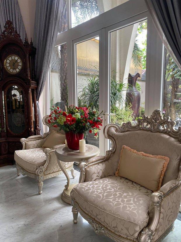 Chiêm ngưỡng biệt thự của Hoa hậu Giáng My: Sang chảnh như cung điện, phòng khách có sức chứa cả trăm người - Ảnh 7.
