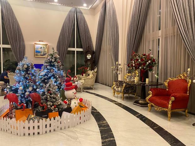 Chiêm ngưỡng biệt thự của Hoa hậu Giáng My: Sang chảnh như cung điện, phòng khách có sức chứa cả trăm người - Ảnh 3.