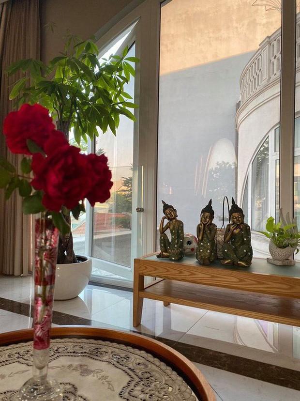 Chiêm ngưỡng biệt thự của Hoa hậu Giáng My: Sang chảnh như cung điện, phòng khách có sức chứa cả trăm người - Ảnh 8.