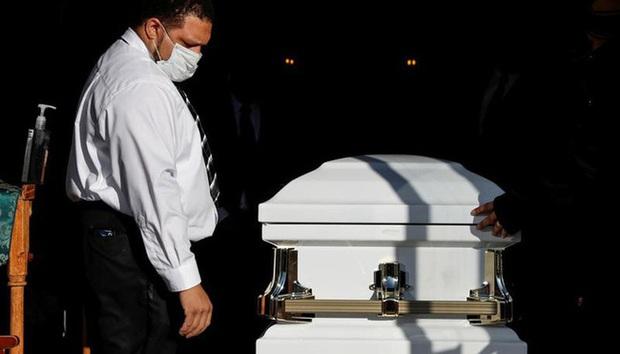 Mỗi ngày có hơn 3.000 người Mỹ thiệt mạng vì COVID-19 - Ảnh 1.