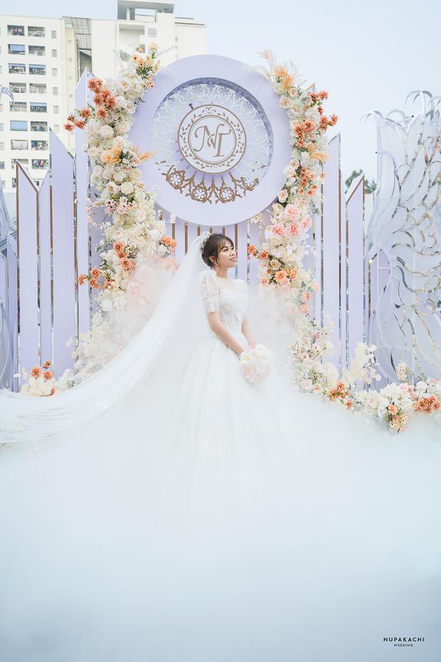 """Đám cưới """"cổ tích"""" tại Bắc Ninh: Bố tự tay thiết kế hôn lễ cho con gái, chi phí hơn 30 tỷ, gần 300 xế hộp xếp chật kín đường - Ảnh 7."""