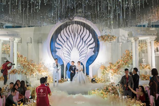 """Đám cưới """"cổ tích"""" tại Bắc Ninh: Bố tự tay thiết kế hôn lễ cho con gái, chi phí hơn 30 tỷ, gần 300 xế hộp xếp chật kín đường - Ảnh 8."""