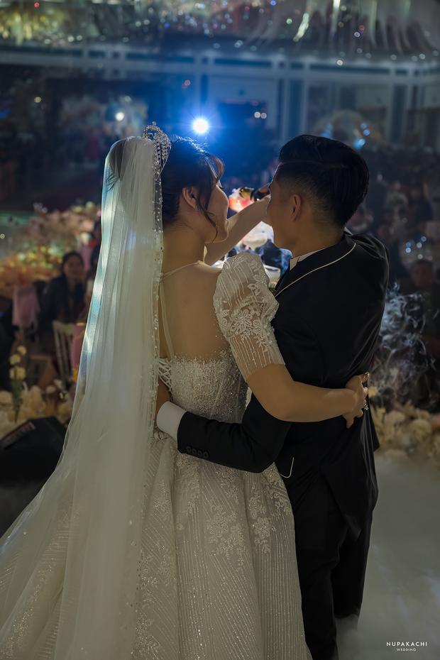 """Đám cưới """"cổ tích"""" tại Bắc Ninh: Bố tự tay thiết kế hôn lễ cho con gái, chi phí hơn 30 tỷ, gần 300 xế hộp xếp chật kín đường - Ảnh 9."""