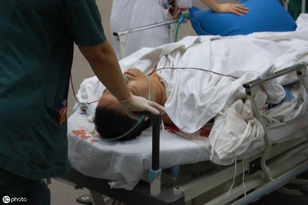 Người đàn ông 39 tuổi bị đau thắt lưng nhập viện, được chẩn đoán suy thận, bác sĩ nhắc nhở: Còn trẻ, 3 việc nên làm ít đi để tránh bị suy thận - Ảnh 1.