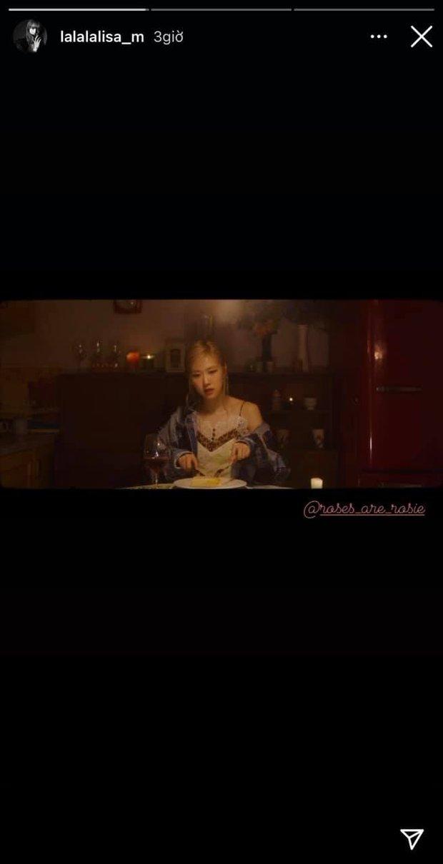 Lisa bị tấn công vì share trễ story ủng hộ màn debut solo của Rosé, fan BLACKPINK chiến nhau nảy lửa nhưng sự thật là gì? - Ảnh 2.