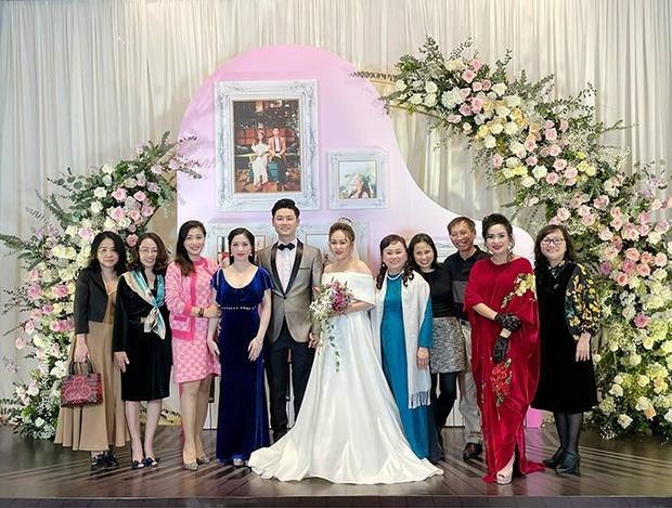 Đám cưới con gái Thanh Lam: Hồng Nhung công khai sánh đôi bên bạn trai ngoại quốc, Mỹ Linh và dàn sao góp mặt - Ảnh 2.