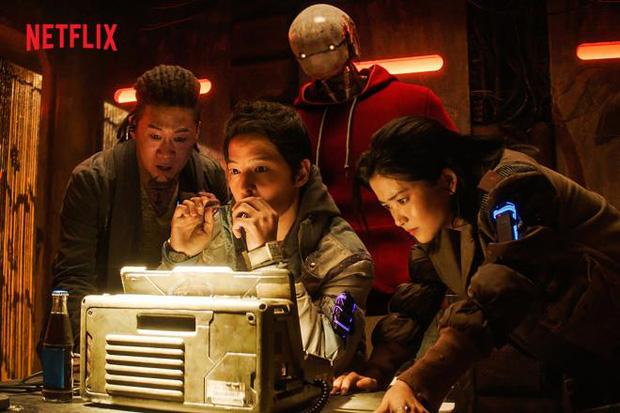 6 nam thần Hàn lũ lượt tái xuất ở năm 2021: Lee Jong Suk chốt đơn bom tấn hành động, Jo In Sung bao thầu phim kinh dị - Ảnh 5.