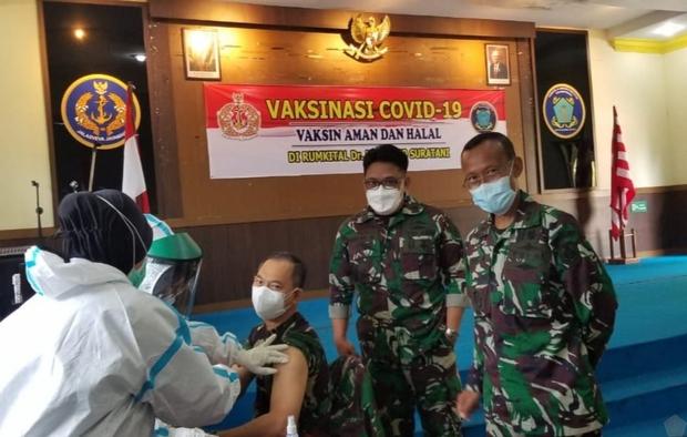 Indonesia đã tiêm vaccine Covid-19 cho 179.000 người  - Ảnh 1.