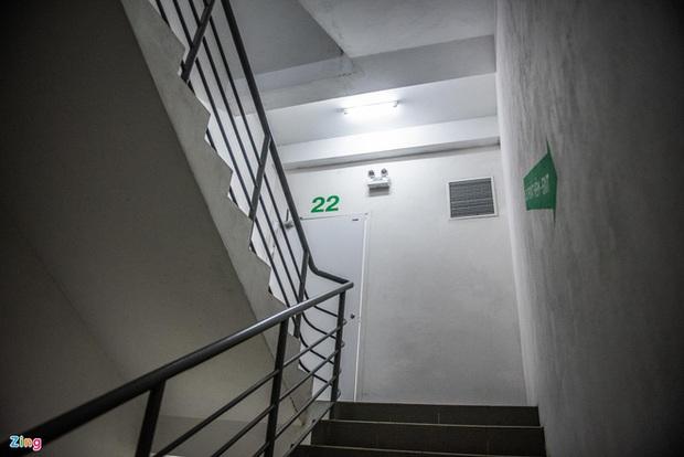 Đối tượng giam giữ, hiếp dâm nữ sinh trong thang bộ chung cư: Vì sao không ai phát hiện? - Ảnh 3.