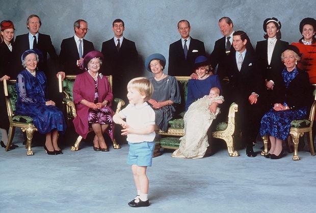 """Những khoảnh khắc """"cưng xỉu"""" của các em bé Hoàng tộc khắp thế giới, mang danh Hoàng tử Công chúa thì vẫn là trẻ nhỏ vô tư và cực lầy - Ảnh 2."""