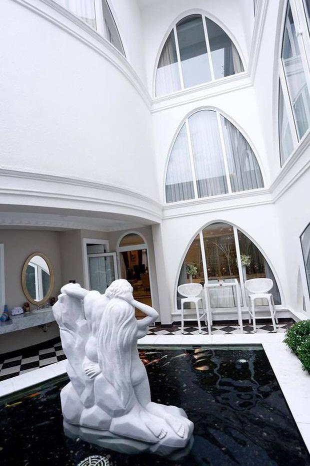 Chiêm ngưỡng biệt thự của Hoa hậu Giáng My: Sang chảnh như cung điện, phòng khách có sức chứa cả trăm người - Ảnh 11.