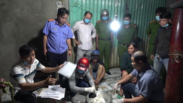 CLIP: Phá ổ ma túy khủng ở Tiền Giang do 1 phụ nữ 61 tuổi cầm đầu - Ảnh 10.