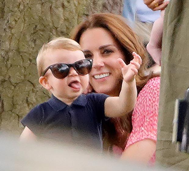 """Những khoảnh khắc """"cưng xỉu"""" của các em bé Hoàng tộc khắp thế giới, mang danh Hoàng tử Công chúa thì vẫn là trẻ nhỏ vô tư và cực lầy - Ảnh 6."""