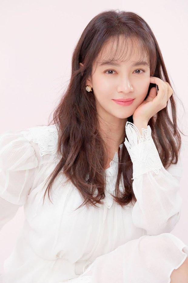 Song Ji Hyo xuyên không hóa nữ sinh thập niên 1980, nhưng lại nhận ý kiến trái chiều vì tạo hình lố - Ảnh 5.
