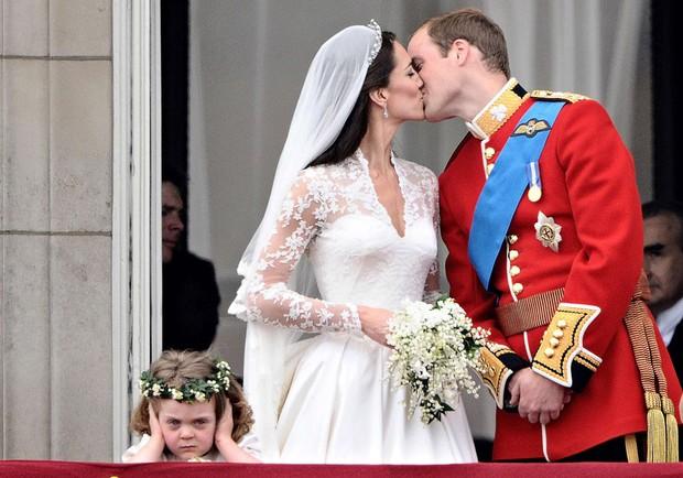 """Những khoảnh khắc """"cưng xỉu"""" của các em bé Hoàng tộc khắp thế giới, mang danh Hoàng tử Công chúa thì vẫn là trẻ nhỏ vô tư và cực lầy - Ảnh 8."""