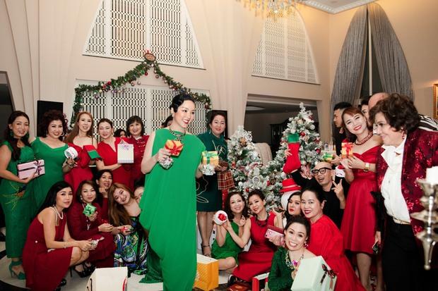 Chiêm ngưỡng biệt thự của Hoa hậu Giáng My: Sang chảnh như cung điện, phòng khách có sức chứa cả trăm người - Ảnh 1.