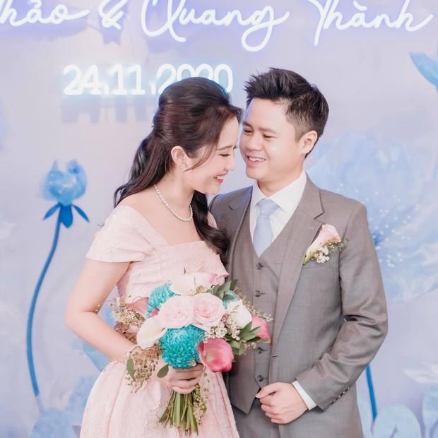 Đám cưới Phan Thành - Primmy Trương: Nhà gái dựng cổng hoa tươi hoành tráng trước biệt thự to đùng vật vã - Ảnh 1.