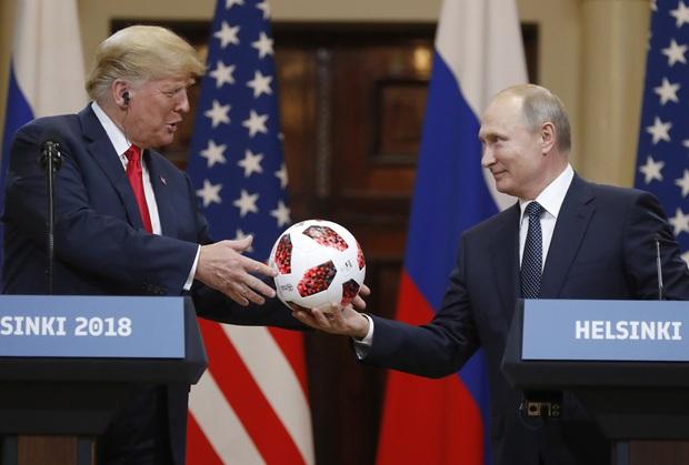 """Những món quà siêu độc mà """"Quý tử nước Mỹ"""" Barron Trump nhận được từ người nổi tiếng, đỉnh nhất là món quà từ Tổng thống Mông Cổ - Ảnh 4."""