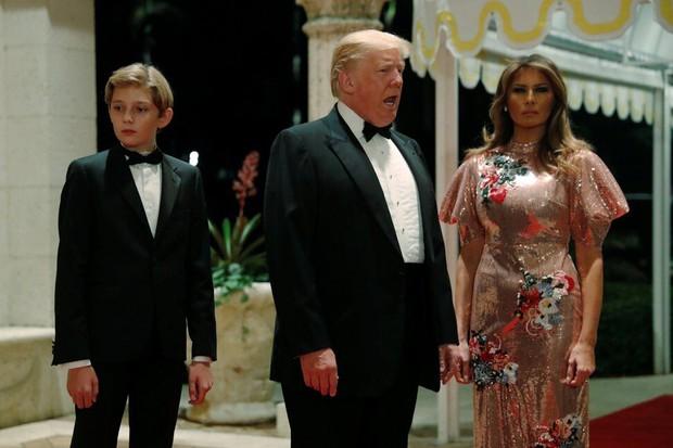 """Những món quà siêu độc mà """"Quý tử nước Mỹ"""" Barron Trump nhận được từ người nổi tiếng, đỉnh nhất là món quà từ Tổng thống Mông Cổ - Ảnh 3."""