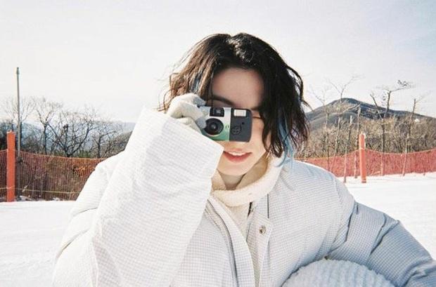 """Lâu lắm rồi BTS mới """"bùng nổ"""" nhan sắc thế này: Mái tóc kỳ quan thứ 8 của Jungkook chiếm spotlight, V đúng là cực phẩm hiếm có - Ảnh 3."""