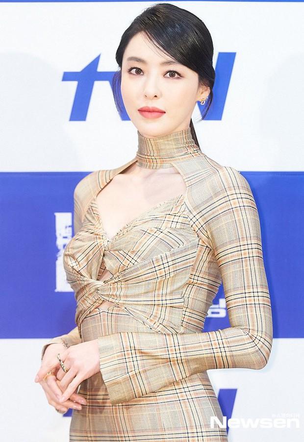 Sự kiện hot nhất hôm nay: Ác nữ Lee Da Hee đẹp đỉnh cao với body đồng hồ cát, tài tử Chuyện Tình Harvard xuống sắc bất ngờ - Ảnh 2.