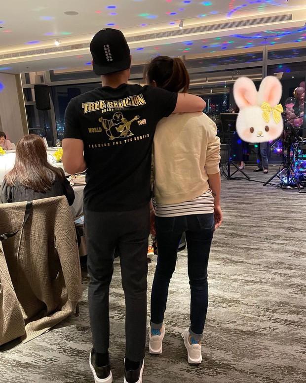 Lâm Tâm Như đón sinh nhật không thể hạnh phúc hơn: Được ông xã chu đáo tổ chức, lại còn selfie tình bể bình - Ảnh 3.