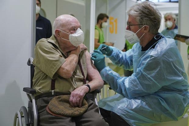 Hơn 100,6 triệu người mắc COVID-19 trên thế giới, Indonesia ghi nhận trên 1 triệu ca nhiễm - Ảnh 2.