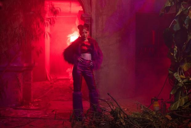 Orange hát, Salim nhảy, Trúc Anh bè nhưng Chi Pu thì bị giấu kỹ không thấy đâu trong OST phim kinh dị bùa ngải Thiên Thần Hộ Mệnh - Ảnh 7.