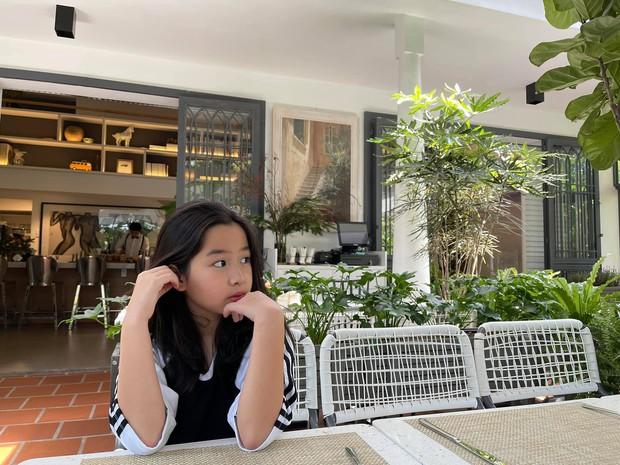 Con gái Lưu Hương Giang - Hồ Hoài Anh làm vlog tiện thể khoe trường quốc tế học phí nửa tỷ, trình nói tiếng Anh đỉnh, tiết lộ cả công việc mơ ước - Ảnh 2.